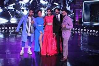 Judges Raftaar, Kareena Kapoor Khan, Bosco Martis along with Sonam Kapoor and Dulquer Salman