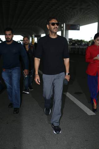 Ajay Devgn snapped at Mumbai Airport!