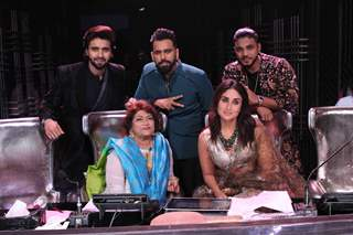 Kareena Kapoor Khan, Bosco Martis, Raftaar, Saroj Khan and Jackie Bhagnani  on DID
