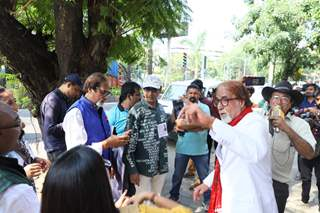 Amitabh Bachchan greets his fans on the occasion of his birthday!
