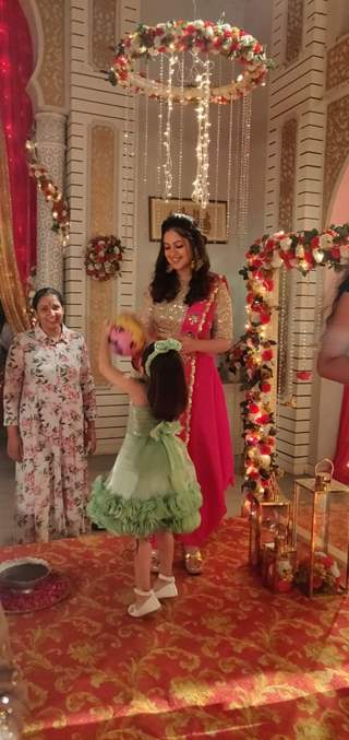 Tunisha playing with kids on the sets of Ishq Subhan Allah