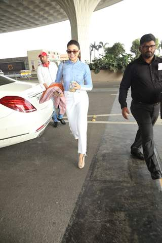 Jacqueline Fernandez papped at airport