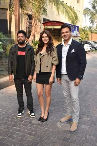 Karan Anshuman, Sapna Pabbi and Vivek Oberoi at the promotions of Inside Edge 2