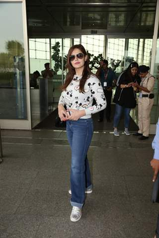 Zareen Khan papped at the airport