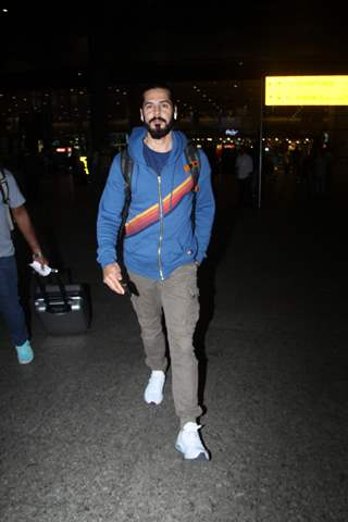 Dino Morea papped at the airport