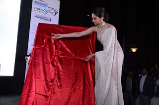 Deepika Padukone unveils the cover at Sridevi's book launch