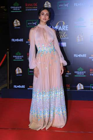 Rakul Preet Singh papped at the Red Carpet of Filmfare Glamour and Style Awards 2019
