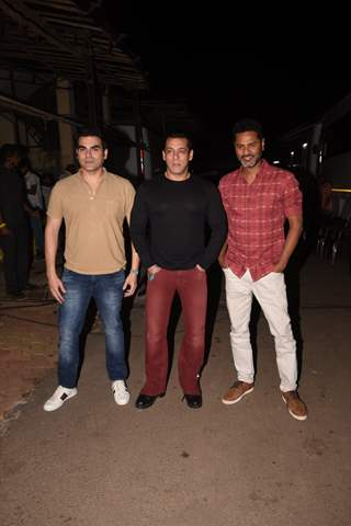 Salman Khan, Arbaaz Khan and Prabhudeva promote Dabangg 3 on The Kapil Sharma Show
