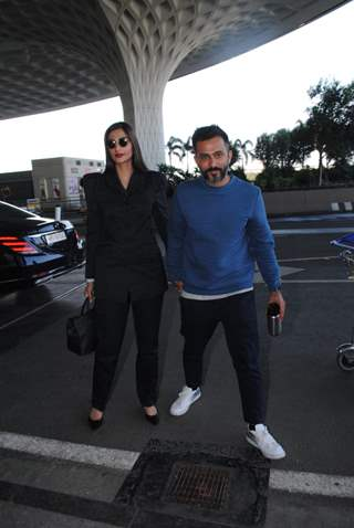 Sonam Kapoor and Anand Ahuja spotted together at Airport