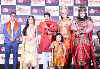 The cast of Kahat Hanuman Jai Shri Ram along with &TV Business Head, Vishnu Shankat at KHJSR.