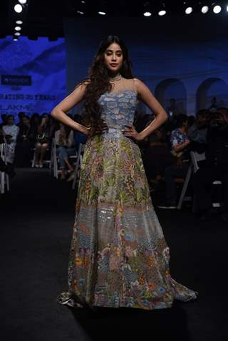 Janhvi Kapoor walked the ramp at Lakme Fashion Week