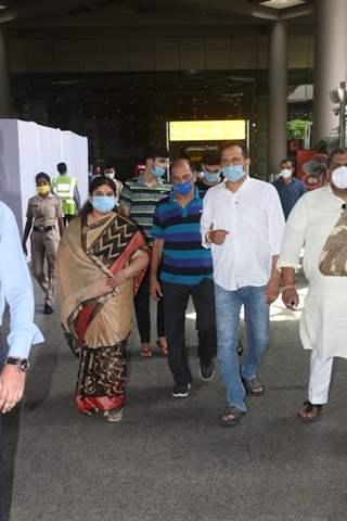 Sushant Singh Rajput's Father along with his Family arrive at Mumbai from Patna!