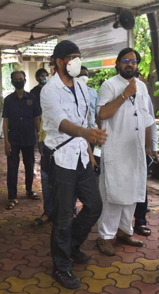Veteran actor Jagdeep's Funeral; Family and Friends arrive to offer Last Rites!