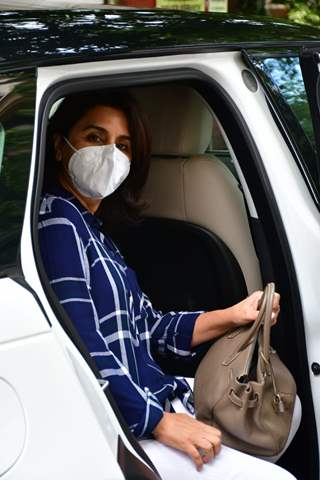 Neetu Kapoor snapped Outside a clinic in Mumbai!