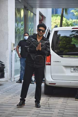 Guru Randhawa snapped around the town
