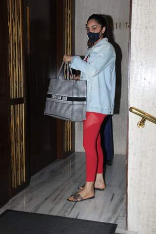 Kiara Advani snapped at Manish Malhotra's residence