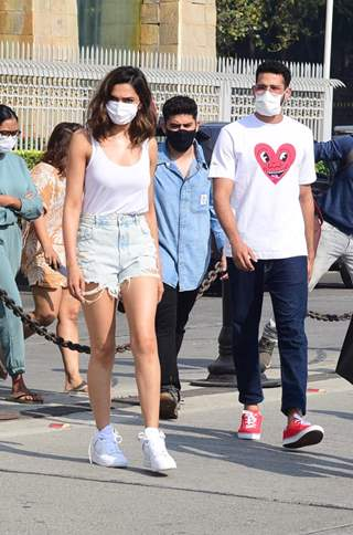 Deepika Padukone and Siddhant Chaturvedi snapped at Gateway of India!