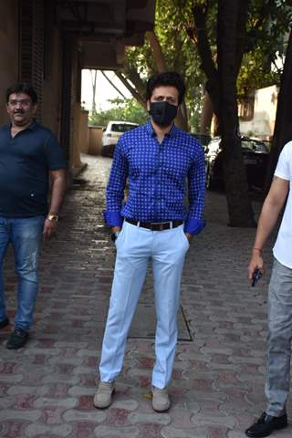 Riteish Deshmukh snapped at Juhu