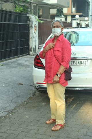Jaya Bachchan snapped at Pradhan clinic in, Juhu