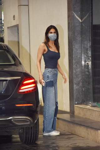 Vaani Kapoor snapped at Roy Kapur films Khar
