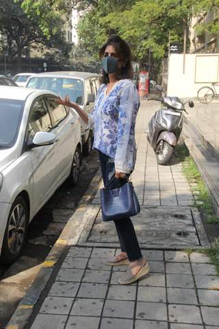 Neetu Singh snapped outside salon in, Bandra