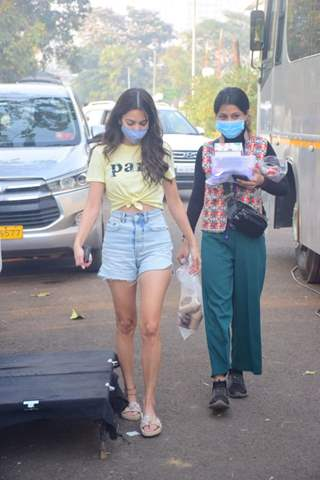 Kriti Kharbanda snapped on the sets of her upcoming film '14 Phere'
