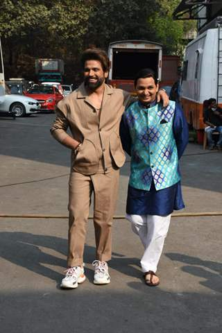 Rithvik Dhanjani and Paritosh Tripathi snapped behind the sets of Super Dancer Chapter 4