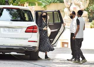 Preity Zinta snapped at Hrithik Roshan's house in Juhu