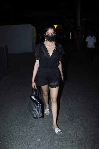 Janhvi Kapoor snapped at airport returning from the Maldives