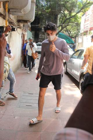 Ibrahim Ali Khan snapped at a clinic in Bandra