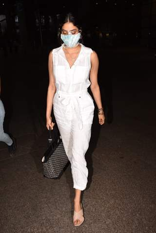 Janhvi Kapoor snapped at Mumbai airport