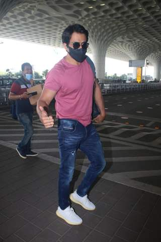 Sonu Sood spotted at Mumbai airport