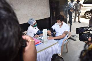 Sonu Nigam papped at a blood donation camp in Juhu