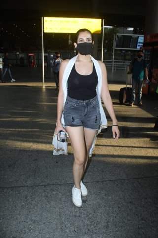 Sonnalli Seygall snapped at Mumbai Airport