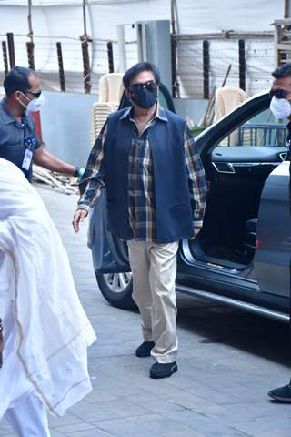 Shatrughan Sinha spotted at Dadar Covid-19 vaccination centre