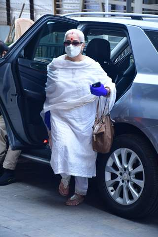 Poonam Sinha spotted at Dadar Covid-19 vaccination centre