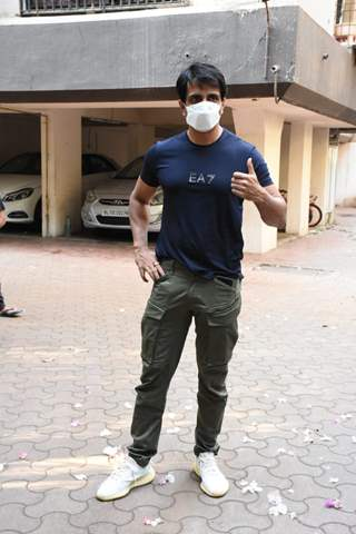 Sonu Sood spotted outside his building!