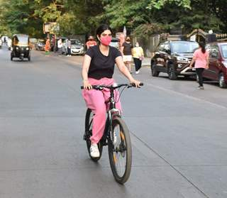Khushi Kapoor snapped cycling in Lokhandwala, Andheri