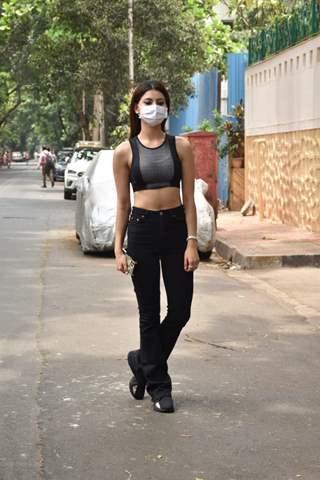 Urvashi Rautela spotted in Juhu!