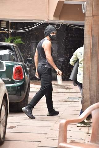 Varun Dhawan snapped outside his gym in Juhu!
