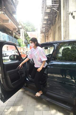 Khushi Kapoor spotted at a clinic in Bandra!
