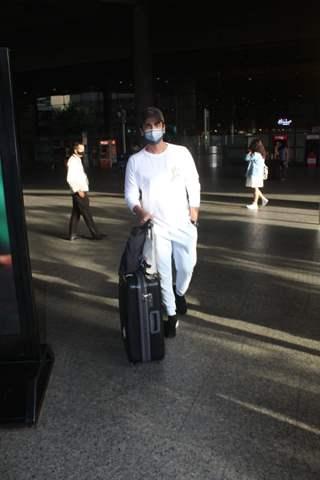Arjan Bajwa snapped at Mumbai Airport