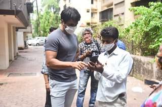 Sonu Sood meets the needy near his residence on Sunday!