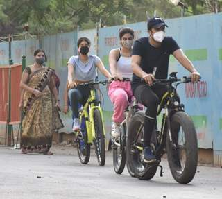 Janhvi Kapoor and Khushi Kapoor spotted in Lokhandwala, Andheri