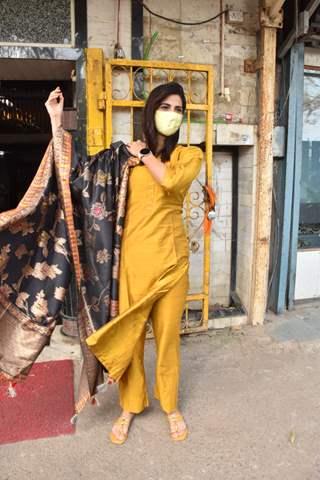 Aahana Kumra donates food at Gurudwara in Andheri