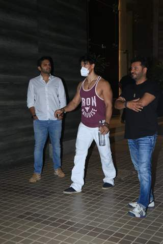 Tiger Shroff spotted at Bandra on Monday evening!