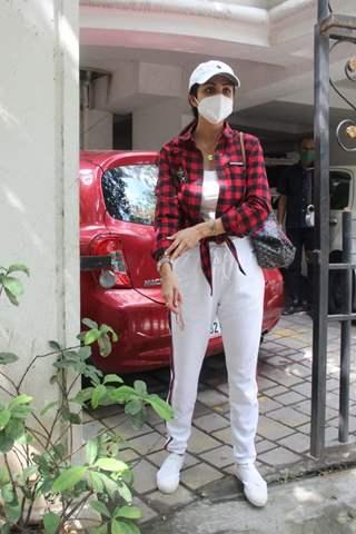 Shilpa Shetty spotted outside clinic in Khar
