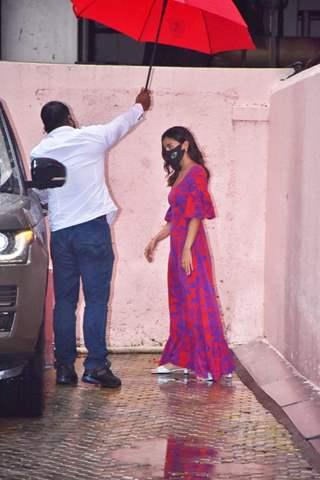 Alia Bhatt snapped at director Sanjay Leela Bhansali's office in Juhu