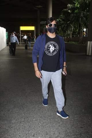Vivek Oberoi snapped at airport