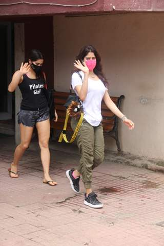 Workout buddies Sara Ali Khan and Janhvi Kapoor snapped at gym